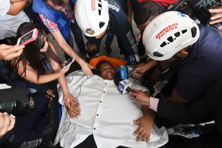 Oscar Vasquez Morales speaks to journalists on May 16, 2016 in Cali, Colombia, during his transfer to a clinic to get a gastric balloon implanted. (LUIS ROBAYO/AFP/Getty Images)