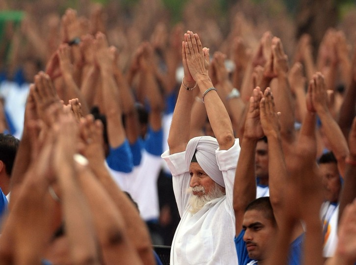 Indian yoga practitioners participate in a mass yoga session to mark the International Yoga Day at Capitol complex in Chandigarh on June 21, 2016. (AFP PHOTO / PRAKASH SINGH)