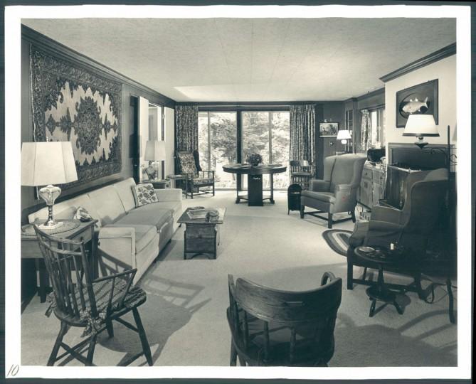 Beach house belonging to Davies family. September 8, 1974. (Klender/Baltimore Sun)