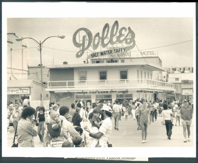 Dolle's Salt Water Taffy, August 28, 1985. (Kirschbaum/Baltimore Sun)