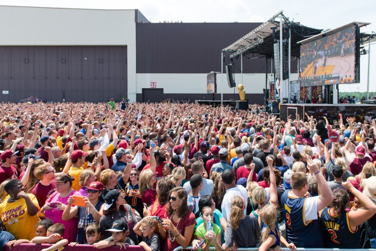 Thousands of fans watch a replay of Game 7 prior to the Cleveland Cavaliers players returning to Cleveland after winning the NBA Championship on June 20, 2016 in Cleveland, Ohio. (Photo by Jason Miller/Getty Images)