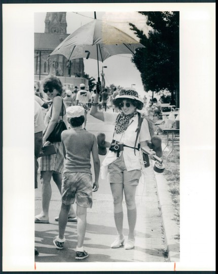 "Susan Sabatino, who entertained Artscape visitors as ""Libby Stone - Intrepid Explorer,"" had an umbrella and safari accoutrements to ward off the hot sun. 1988. (Davis/Baltimore Sun)"