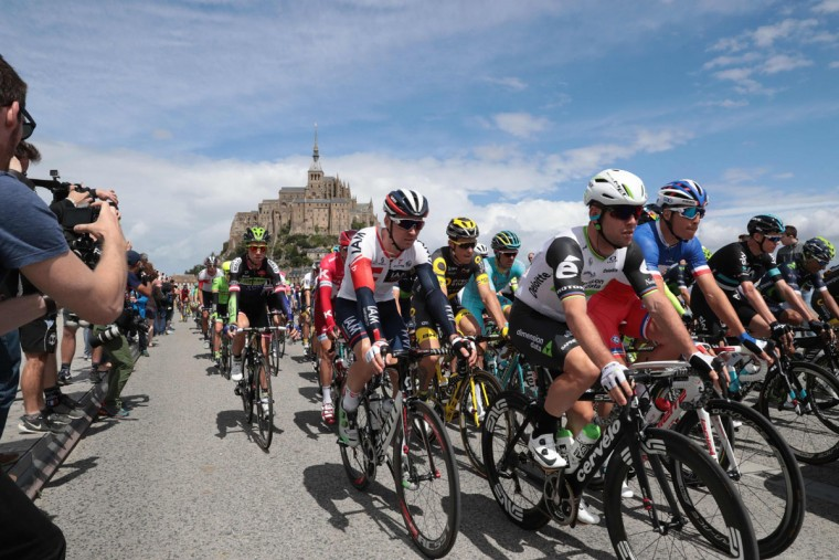 Great Britain's Mark Cavendish, France's Arthur Vichot, and Great Britain's Christopher Froome) ride in the pack as they take the start of the 188 km first stage of the 103rd edition of the Tour de France cycling race on July 2, 2016 between Mont-Saint-Michel and Utah Beach Sainte-Marie-du-Mont, Normandy. (AFP Photo/Kenzo )