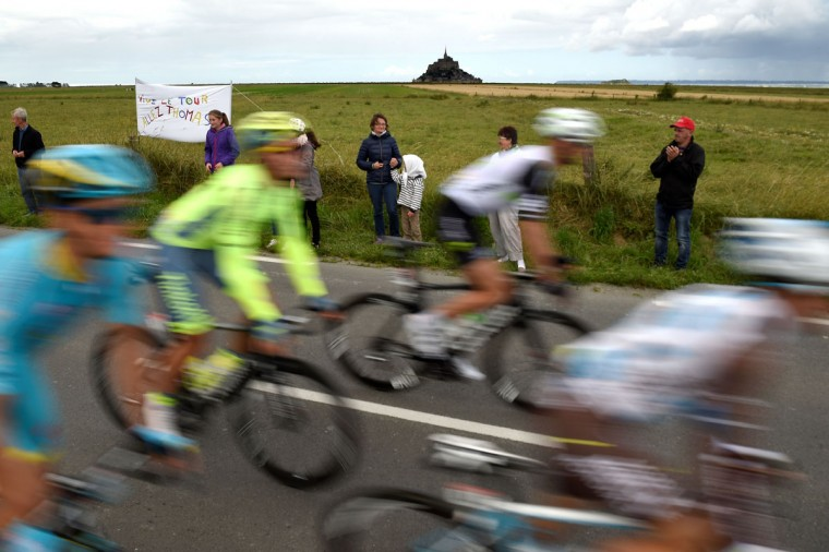 Cyclists ride in the pack during the 188 km first stage of the 103rd edition of the Tour de France cycling race on July 2, 2016 between Mont-Saint-Michel and Utah Beach Sainte-Marie-du-Mont, Normandy. (AFP Photo/Lionel Bonaventure)