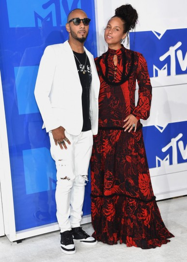 Swizz Beatz and Alicia Keys attend the 2016 MTV Video Music Awards at Madison Square Garden on August 28, 2016 in New York City. (Photo by Jamie McCarthy/Getty Images)