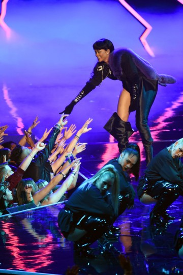 Rihanna performs onstage during the 2016 MTV Video Music Awards at Madison Square Garden on August 28, 2016 in New York City. (Photo by Michael Loccisano/Getty Images)