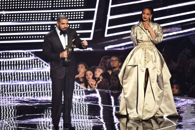 Drake presents Rihanna with the The Video Vanguard Award during the 2016 MTV Video Music Awards at Madison Square Garden on August 28, 2016 in New York City. (Photo by Michael Loccisano/Getty Images)
