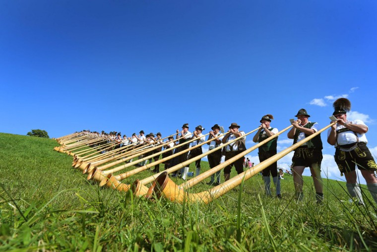 Alphorn players give a concert on August 28, 2016 in Nesselwang, southern Germany, during a mass performance of 300 alphorn blowers. (AFP PHOTO / dpa / Karl-Josef Hildenbrand)