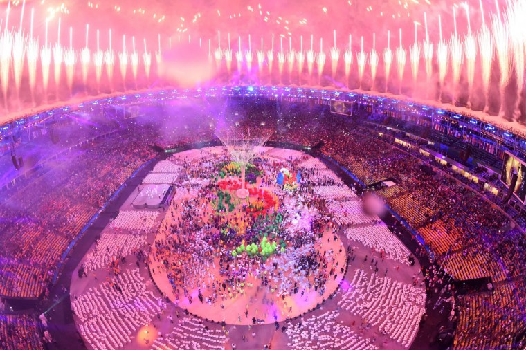 This picture shows an overview of fireworks during the closing ceremony of the Rio 2016 Olympic Games at the Maracana stadium in Rio de Janeiro on August 21, 2016. (AFP PHOTO / Antonin THUILLIER)