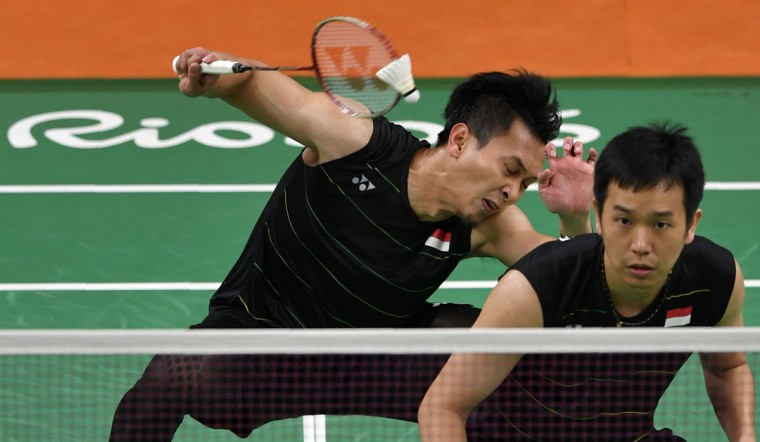 Indonesia's Mohammad Ahsan (L) and Indonesia's Hendra Setiawan return to Japan's Kenichi Hayakawa and Japan's Hiroyuki Endo during their men's doubles qualifying badminton match at the Riocentro stadium in Rio de Janeiro on August 12, 2016, at the Rio 2016 Olympic Games.Japan won the match. / (AFP Photo/Ed Jones)