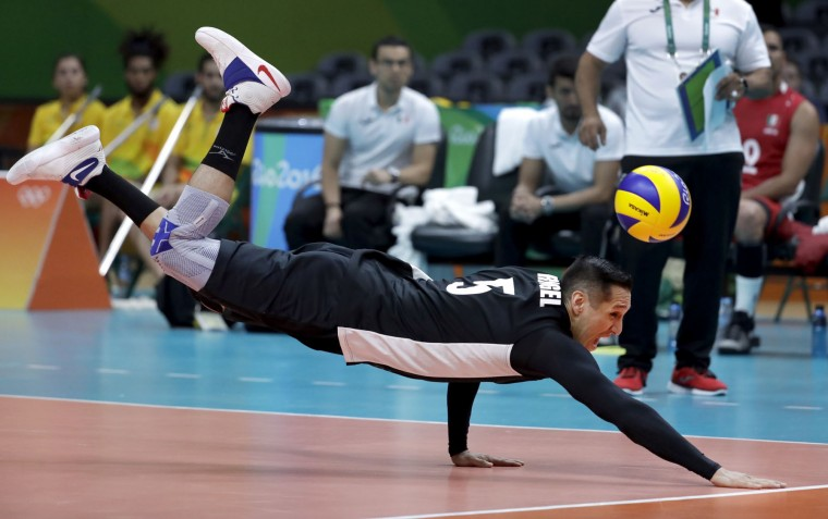 Mexico's Jesus Rangel dives but cannot reach a ball during a men's preliminary volleyball match against Italy at the 2016 Summer Olympics in Rio de Janeiro, Brazil, Thursday, Aug. 11, 2016. (AP Photo/Jeff Roberson)