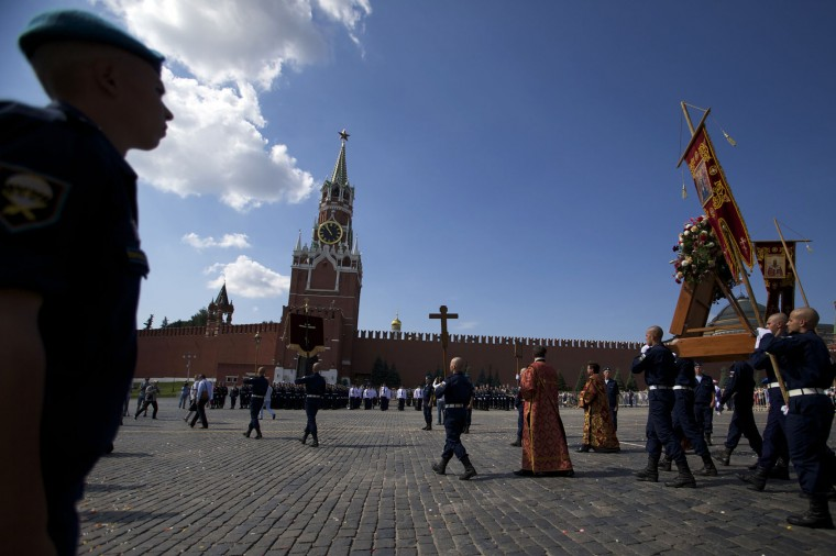 Soldiers carry an icon of St. Ilya during celebrations of Paratroopers Day at the Red Square in Moscow, Russia, on Tuesday, Aug. 2, 2016. Russian Paratroopers' Forces celebrate the 86th anniversary of the establishment of Russia's airborne forces. (AP Photo/Ivan Sekretarev)