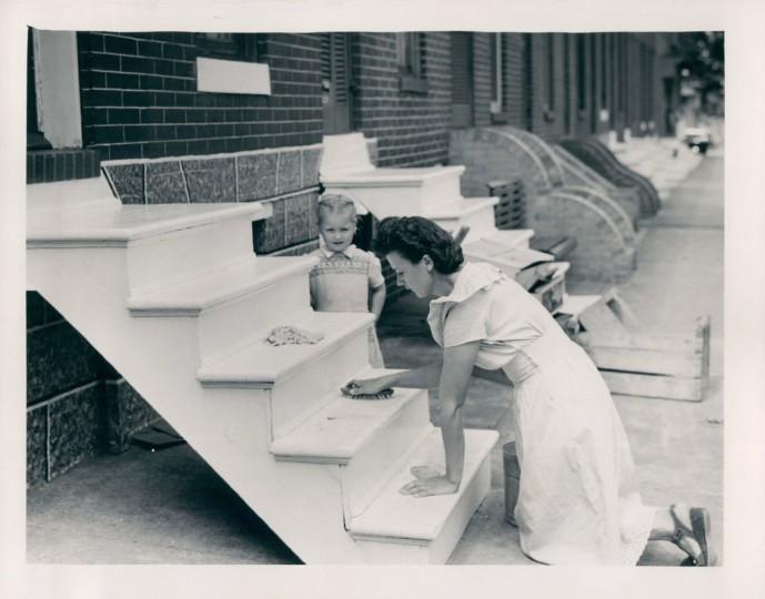 Jean Marheffa washing steps 1949. (Merriken/Baltimore Sun)