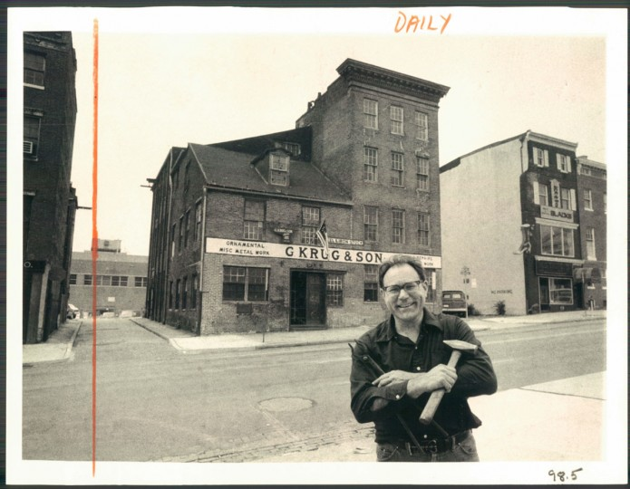 Ray Zeleny stands in front of G. Krug & Son in 1977. (Childress/Baltimore Sun)