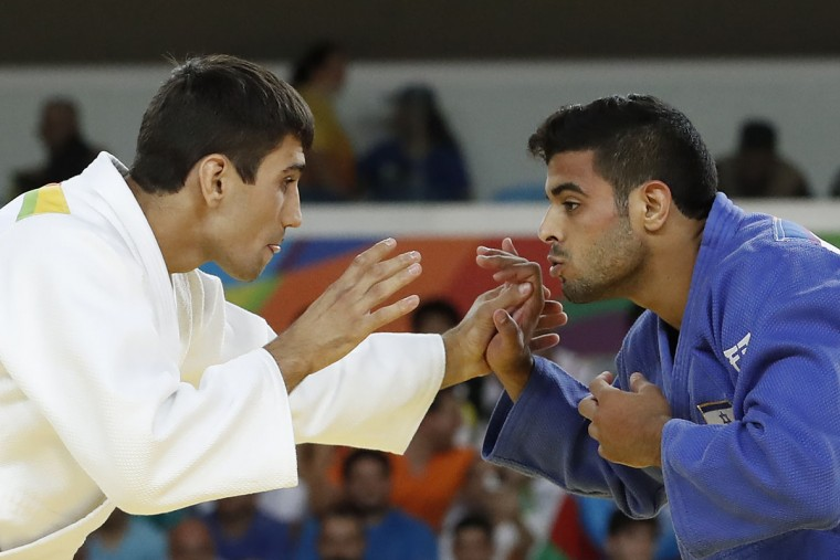 Azerbaijan's Rustam Orujov (white) competes with Israel's Sagi Muki during their men's -73kg judo contest semifinal B match of the Rio 2016 Olympic Games in Rio de Janeiro on August 8, 2016. (JACK GUEZ/AFP/Getty Images)