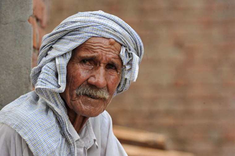 An elderly man looks on as he sits outside a house near the India-Pakistan border in Suchit-Garh,southwest of Jammu,on September 30,2016. India evacuated thousands of people living near the border with Pakistan on September 30, a day after carrying out strikes along the de-facto frontier in disputed Kashmir that have dramatically escalated tensions between the nuclear-armed neighbours. / (AFP Photo/Tauseef Mustafa)