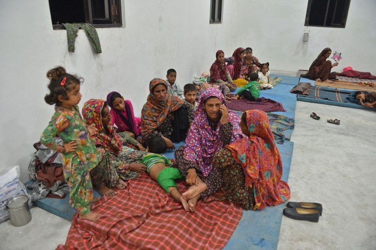 Indian migrant families rest in a Bana Singh stadium at R.S.Pora Jammu on September 30, 2016, as villagers living close to the border with Pakistan leave their homes for security reasons. India evacuated thousands of people living near the border with Pakistan on September 30, a day after carrying out strikes along the de-facto frontier in disputed Kashmir that have dramatically escalated tensions between the nuclear-armed neighbours. / (AFP Photo/Tauseef Mustafa)