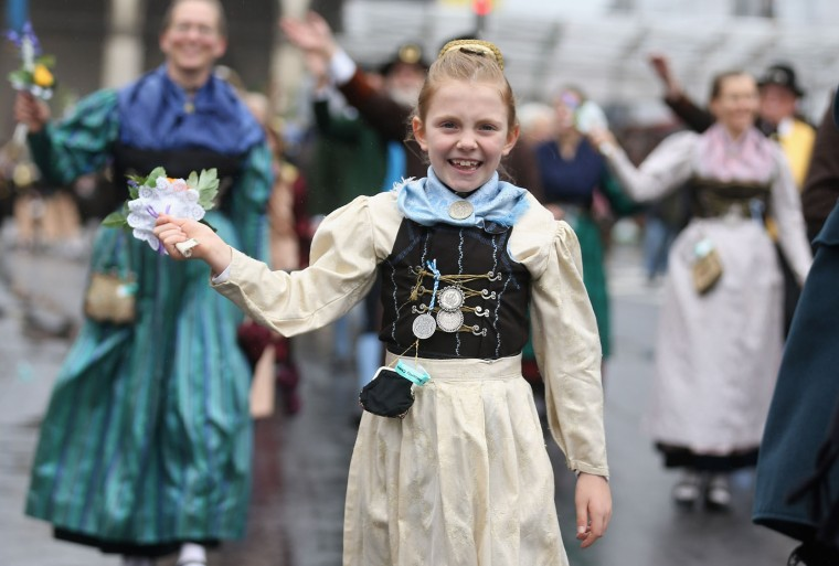 Members of a traditional Bavarian costume association (Trachtenverein) participate in the annual riflemen's parade during day 2 of the Oktoberfest 2016 beer festival on September 18, 2016 in Munich, Germany. The 2016 Oktoberfest is taking place under heightened security due to fears over international terrorism. The fest will be open to the public through October 3. (Photo by Johannes Simon/Getty Images)
