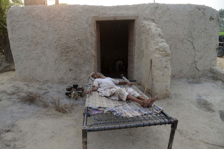 """Elderly Indian villager, Teji Kaur takes a rest on a bed at the border village Dauke, about 40 kms from Amritsar on September 29, 2016, after the Punjab state government issued a warning to villagers to evacuate from a 10 km radius from the India-Pakistan border. Indian commandos carried out a series of lightning strikes September 29 along the de facto border with Pakistan in Kashmir, provoking furious charges of """"naked aggression"""" from its nuclear-armed neighbour. / (AFP Photo/Narinder Nanu)"""