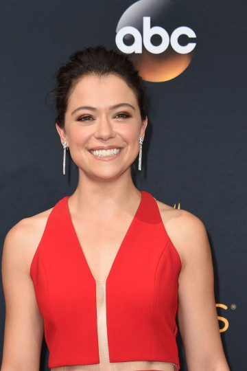 Tatiana Maslany arrive for the 68th Emmy Awards on September 18, 2016 at the Microsoft Theatre in Los Angeles. / (AFP PHOTO / Robyn Beck)
