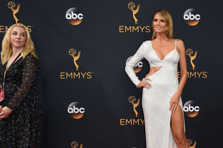 German model Heidi Klum (R) arrives for the 68th Emmy Awards on September 18, 2016 at the Microsoft Theatre in Los Angeles. (AFP PHOTO / Robyn Beck)
