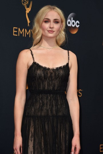 """Actress of the series """"Games of Thrones"""" Sophie Turner arrives for the 68th Emmy Awards on September 18, 2016 at the Microsoft Theatre in Los Angeles. (AFP PHOTO / Robyn Beck)"""