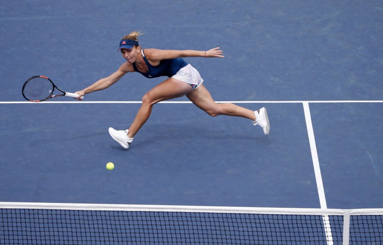 Simona Halep, of Romania, returns a shot to Carla Suarez Navarro, of Spain, during the fourth round of the U.S. Open tennis tournament, Monday, Sept. 5, 2016, in New York. (AP Photo/Kathy Willens)