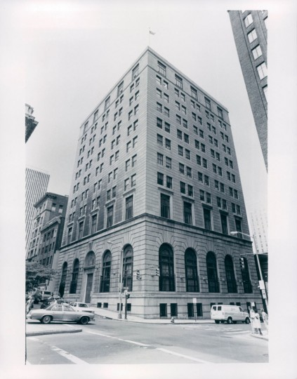 A 1982 photo of the Federal Reserve Bank of Richmond's branch in Baltimore, not long before the bank relocated to the Inner Harbor, and this building became home to Provident Bank. (William H. Mortimer/The Baltimore Sun)