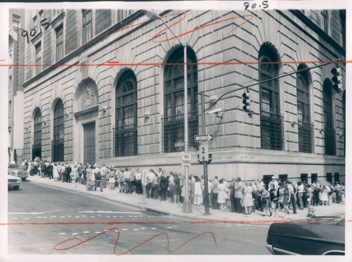 A 1974 photo shows a line investors waiting to purchase short-term Treasury bills. (Lloyd Pearson/Baltimore Sun)