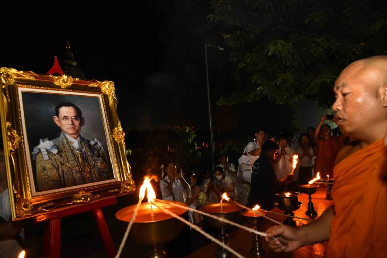 The chief monk lights candles for the late Thai King Bhumibol Adulyadej at Mahabodhi temple in Bodhgaya on October 14, 2016. Bhumibol, the world's longest-reigning monarch, passed away aged 88 on October 13, 2016 after years of ill health, removing a stabilising father figure from a country where political tensions remain two years after a military coup / (AFP Photo/Stringerstringer/afp/getty Images )