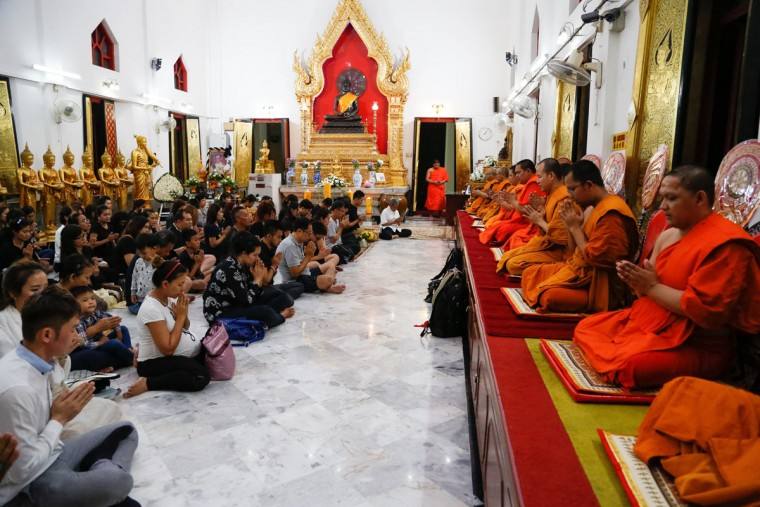 Thais living in Malaysia attend a special prayer for the late Thai King Bhumibol Adulyadej at a Thai temple in Kuala Lumpur, Malaysia, Friday, Oct. 14, 2016. Bhumibol, the world's longest reigning monarch, died on Thursday at the age of 88. (AP Photo/Lim Huey Teng)