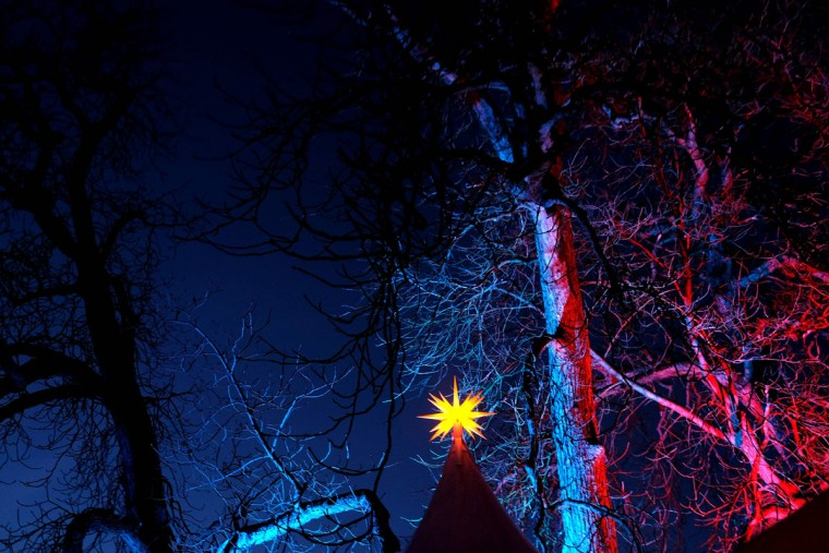 Picture shows the illumination at the annual Christmas Market at the castle of Goedens in Sande, nothern Germany, on November 27, 2016. (AFP PHOTO / PATRIK STOLLARZ)