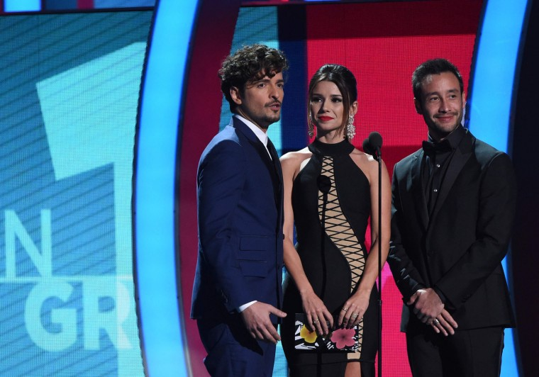 (L-R) Singers Tommy Torres, Paula Fernandes and Luciano Pereyra speak onstage during the show of the 17th Annual Latin Grammy Awards on November 17, 2016, in Las Vegas, Nevada. (Valerie Macon/AFP/Getty Images)