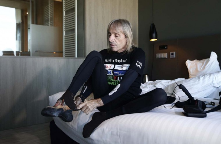 "French urban climber, Alain Robert, also known as ""French Spiderman"", prepares in his hotel before scaling the 475 feet of the Agbar tower in Barcelona, Spain, Friday, Nov. 25, 2016. (AP Photo/Manu Fernandez)"
