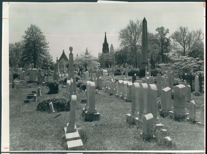 Green Mount Cemetery, July 3, 1957. (Bodine/Baltimore Sun)