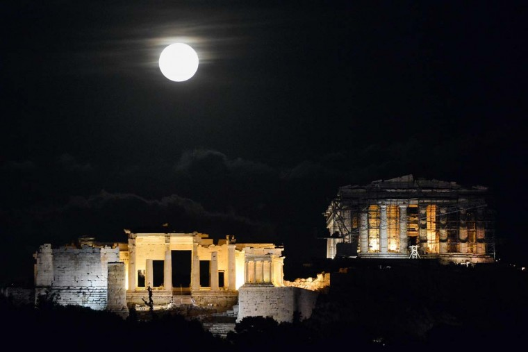 """The 'Supermoon' rises above the Ancient Acropolis hill in Athens on November 14, 2016. The moon will be the closest to Earth since 1948 at a distance of 356,509 kilometres (221,524 miles), creating what NASA described as """"an extra-supermoon"""". (LOUISA GOULIAMAKI/AFP/Getty Images)"""