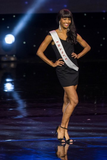 Miss France Morgane Edvige is pictured during the Grand Final of the Miss World 2016 pageant at the MGM National Harbor December 18, 2016 in Oxon Hill, Maryland. (AFP PHOTO / ZACH GIBSON)