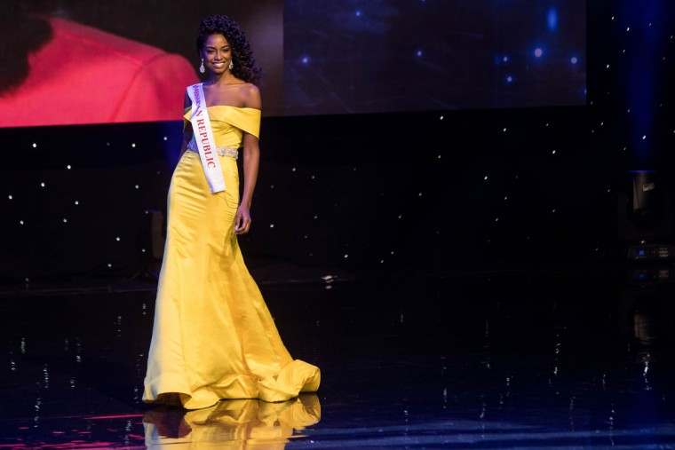 Miss Dominican Republic Yaritza Miguelina Reyes Ramirez is pictured during the Grand Final of the Miss World 2016 pageant at the MGM National Harbor December 18, 2016 in Oxon Hill, Maryland. (AFP PHOTO / ZACH GIBSON)