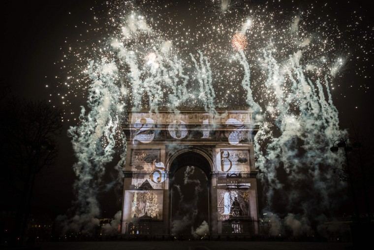 Fireworks explode over the Arc de Triomphe monument as part of New Year celebrations on January 1, 2017 in Paris. (AFP PHOTO / LIONEL BONAVENTURE)