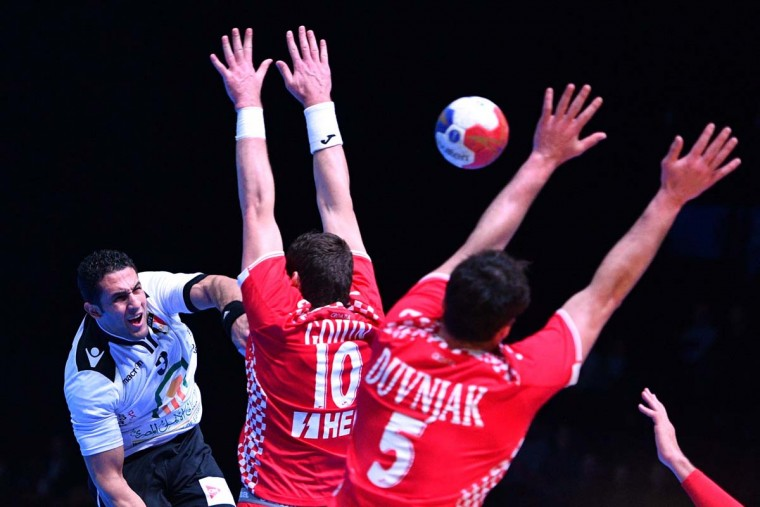 Egypt's center back Eslam Eissa (first left) attempts a shot on goal over Croatia's left back Jakov Gojun (center) and Croatia's center back Domagoj Duvnjak (right) during the 25th IHF Men's World Championship 2017 eighth final handball match Croatia vs Egypt on January 22, 2017 at the Arena in Montpellier. (PASCAL GUYOT/AFP/Getty Images)