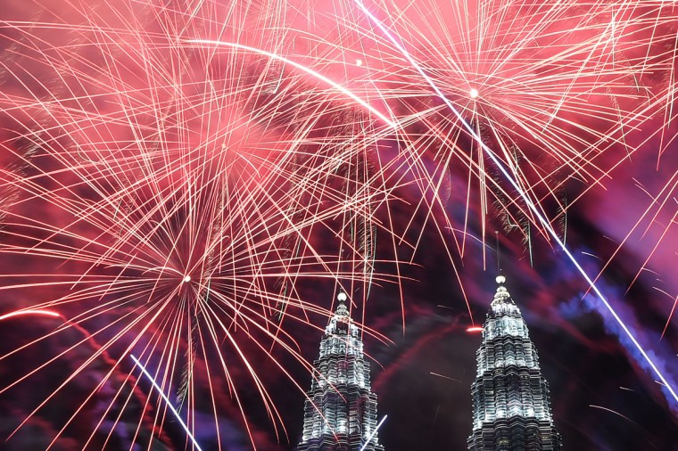 Fireworks illuminate the sky near Malaysia's Petronas Twin Towers during New Year celebrations in Kuala Lumpur on January 1, 2017. (AFP PHOTO / MOHD RASFANMOHD)