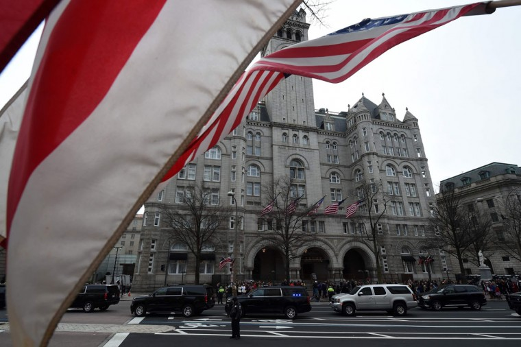 The motorcade of US President-elect Donald Trump is parked in front of the Trump International Hotel as he attends a leadership luncheon in Washington, DC on January 19, 2017. Twenty-four hours before he takes the oath of office as the 45th US president, Donald Trump arrived in Washington , determined to transform American politics over the next four years. (AFP PHOTO/ Robyn BECK)