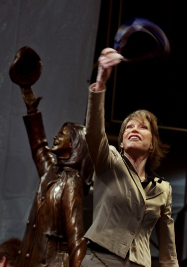 "In the May 8, 2002 photo, actress Mary Tyler Moore, standing beside a statue depicting her legendary tam toss, tossed another tam as the bronze statue of her was unveiled on Nicollet Mall in Minneapolis. Moore, 80, died Wednesday, Jna. 25, 2017. The statue depicts her tossing her tam into the air as she did in the opening credits of ""The Mary Tyler Moore Show."" (Jerry Holt/Star Tribune via AP)"