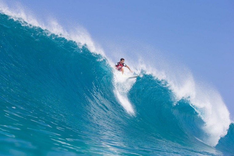 Mason Ho of Hawaii rides the wave during the 2017 Volcom Pipe Pro at Pipeline and Backdoor on February 3, 2017 in Oahu, Hawaii. (AFP PHOTO / AFP PHOTO AND BRIAN BIELMANN PHOTOGRAPHY)