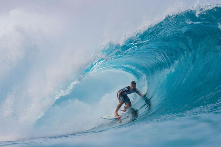 Taumata Puhetini of Tahiti surfs a perfect barrel during the 2017 Volcom Pipe pro at Pipeline February 4, 2017, on the North shore of Oahu Island in Hawaii. (AFP PHOTO / brian bielmann)