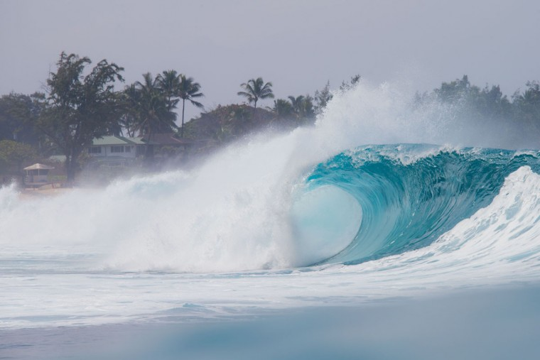 """A perfect wave is pictured during the 2017 Volcom Pipe pro at Pipeline February 4, 2017, on the North shore of Oahu Island in Hawaii. The Banzai Pipeline, or simply """"Pipeline"""" or """"Pipe,"""" is a surf reef break located in Hawaii, off Ehukai Beach Park in Pupukea on O'ahu's North Shore. Pipeline is notorious for huge waves which break in shallow water just above a sharp and cavernous reef, forming large, hollow, thick curls of water that surfers can tube ride. (AFP PHOTO / brian bielmann)"""