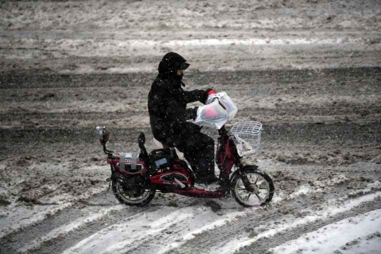 A delivery man makes his way on motorbike during snow fall in New York on January 7, 2017. (Jewel Samad/AFP/Getty Images)
