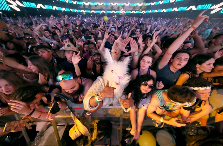 Festivalgoers attend the Sahara stage during day 3 of the Coachella Valley Music And Arts Festival (Weekend 1) at the Empire Polo Club on April 16, 2017 in Indio, California. (Photo by Christopher Polk/Getty Images for Coachella)