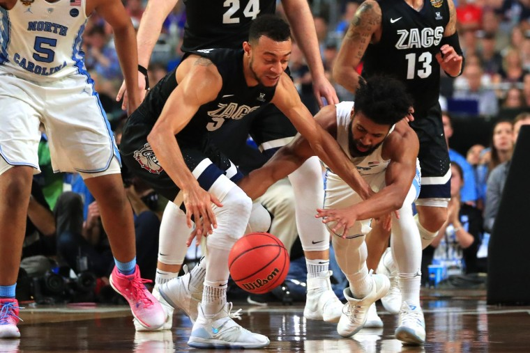 Nigel Williams-Goss #5 of the Gonzaga Bulldogs and Joel Berry II #2 of the North Carolina Tar Heels compete for the ball in the second half during the 2017 NCAA Men's Final Four National Championship game at University of Phoenix Stadium on April 3, 2017 in Glendale, Arizona. (Photo by Ronald Martinez/Getty Images)