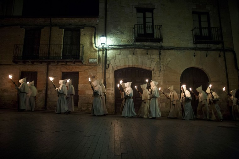 Penitents from the Cristo de la Buena Muerte (Good Dead Christ) brotherhood take part in a procession in the early hours of the morning on April 11, 2017 in Zamora, Spain. Spain celebrates holy week before Easter with processions in most Spanish towns and villages. (Photo by Pablo Blazquez Dominguez/Getty Images)
